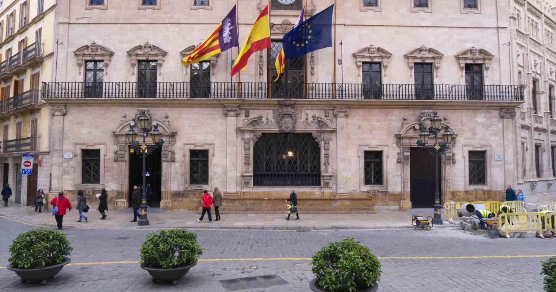 Instituciones públicas y ayuntamientos